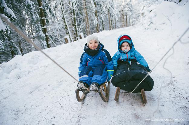 Rodel Schlittenfahren Schwarzwald mit Kindern2