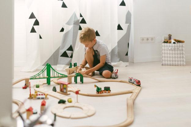 Kinderzimmer Holzeisenbahn