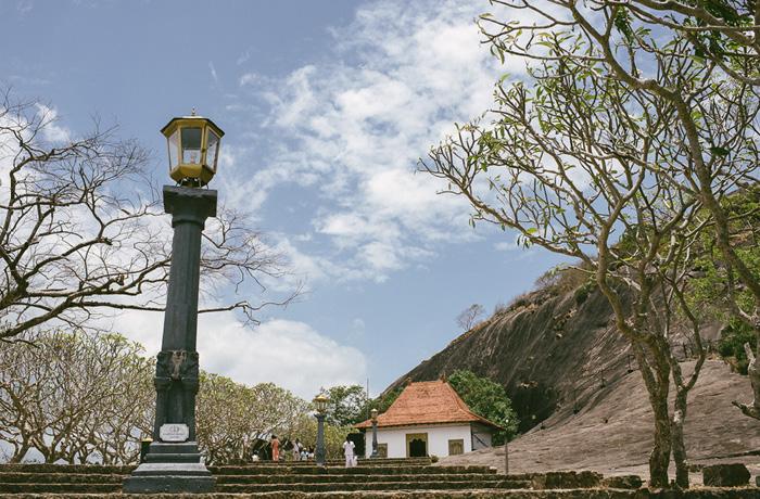 tempel-dambulla-sri-lanka-mit-kindern2