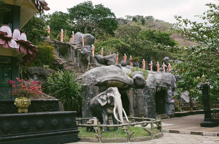 tempel-dambulla-sri-lanka-mit-kindern5
